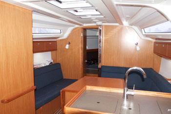 Bavaria 37 lounge